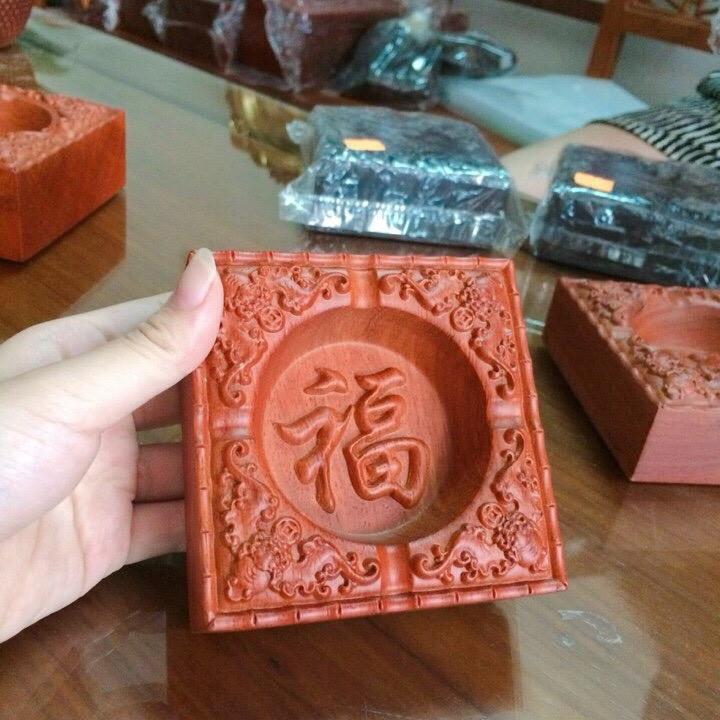 Gạt tàn thuốc gỗ hương đỏ nguyên khối mặt chạm chữ phong thủy - ảnh thật - 813788 , 8168307095364 , 62_14940643 , 380000 , Gat-tan-thuoc-go-huong-do-nguyen-khoi-mat-cham-chu-phong-thuy-anh-that-62_14940643 , tiki.vn , Gạt tàn thuốc gỗ hương đỏ nguyên khối mặt chạm chữ phong thủy - ảnh thật