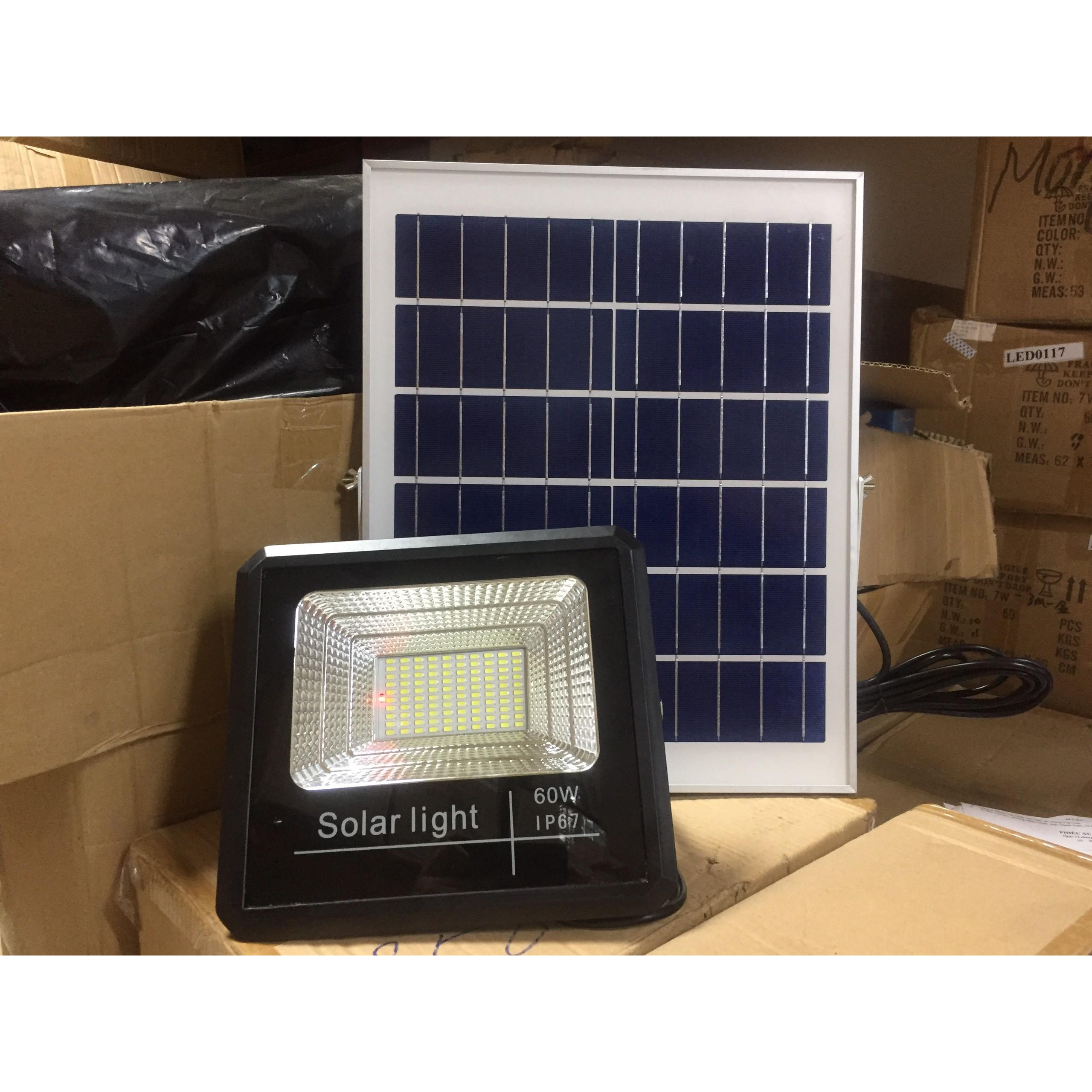 Đèn pha năng lượng mặt trời công suất 40w, ánh sáng trắng