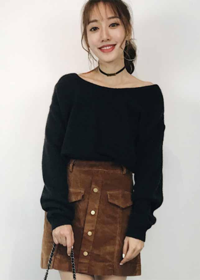 Áo len thiết kế kiểu hở sau lưng