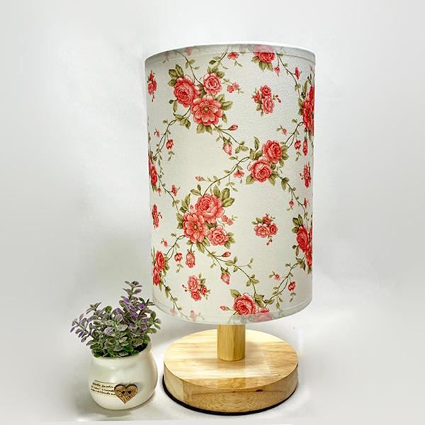 Đèn ngủ để bàn - đèn ngủ gỗ chóa vải ROS hoa hồng leo kèm bóng LED