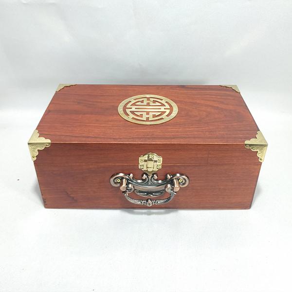 Hộp đựng đồ trang sức, con dấu gỗ hương mặt chữ thọ quai đồng - size 26 - 1216142 , 8110888779423 , 62_5154313 , 650000 , Hop-dung-do-trang-suc-con-dau-go-huong-mat-chu-tho-quai-dong-size-26-62_5154313 , tiki.vn , Hộp đựng đồ trang sức, con dấu gỗ hương mặt chữ thọ quai đồng - size 26