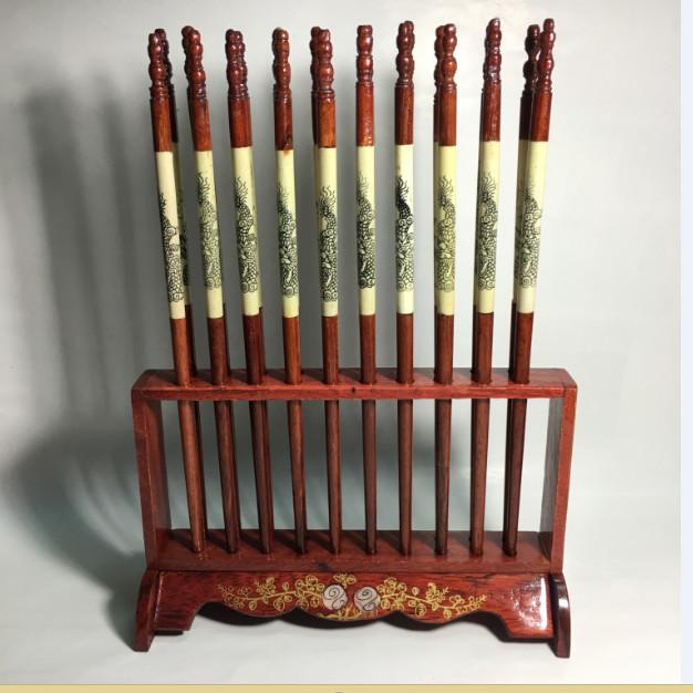 Bộ đũa thờ 10 đôi phong thủy gỗ hương kiểu đứng kèm giá cắm- Hàng loại 1 - 807357 , 6669528427122 , 62_14496991 , 260000 , Bo-dua-tho-10-doi-phong-thuy-go-huong-kieu-dung-kem-gia-cam-Hang-loai-1-62_14496991 , tiki.vn , Bộ đũa thờ 10 đôi phong thủy gỗ hương kiểu đứng kèm giá cắm- Hàng loại 1