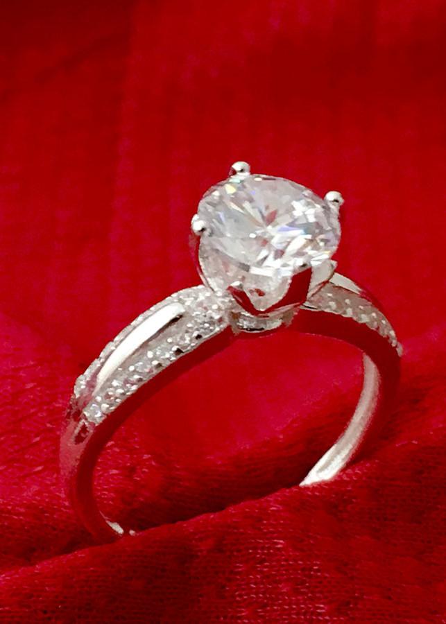 Nhẫn nữ ổ cao bốn chấu gắn đá kim cương nhân tạo màu trắng Bạc QTJ - NU35(bạc)