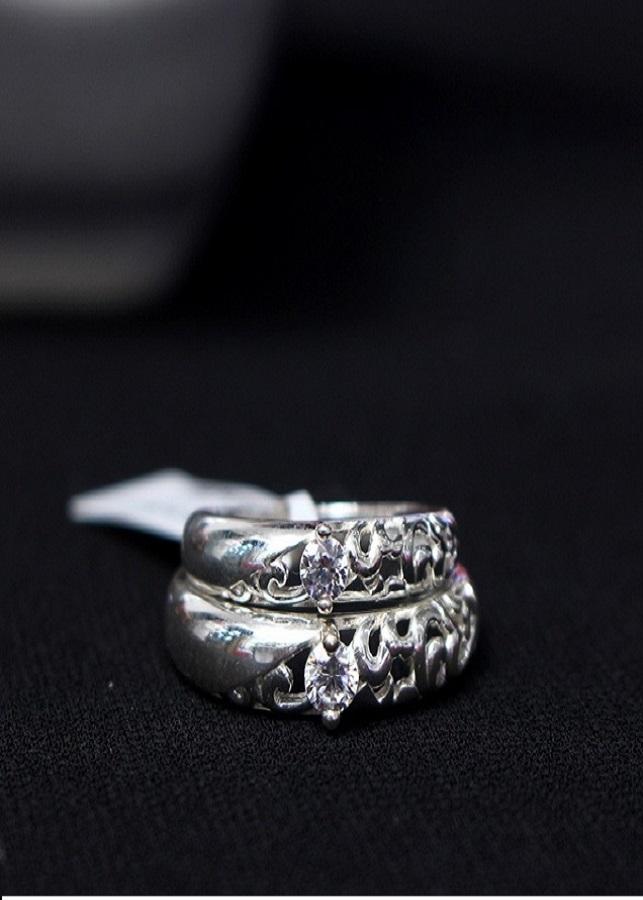 Nhẫn đôi Glosbe 3 xi bạch kim cỡ trung