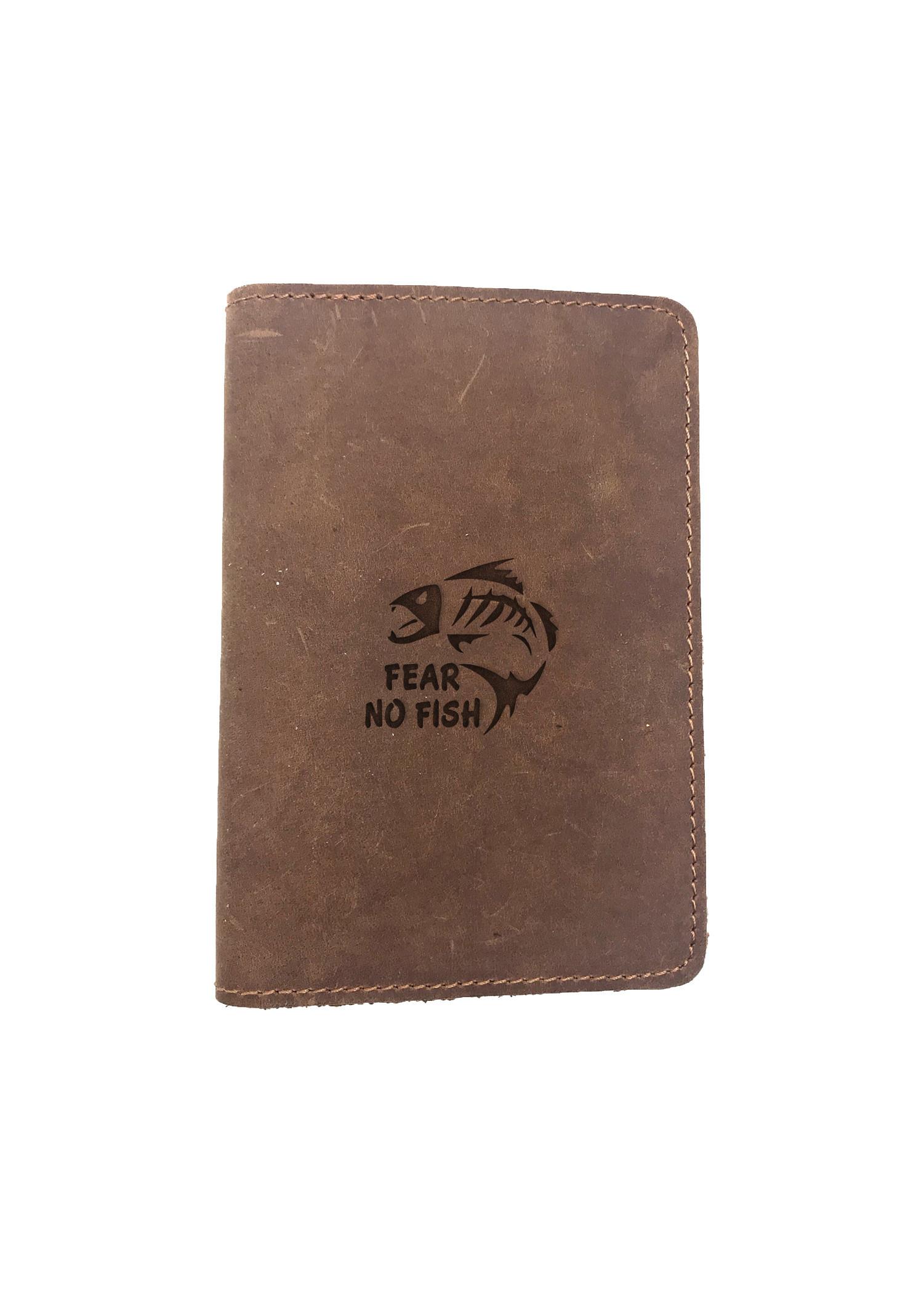 Passport Cover Bao Da Hộ Chiếu Da Sáp Khắc Hình Chữ FEAR NO FISH (BROWN)
