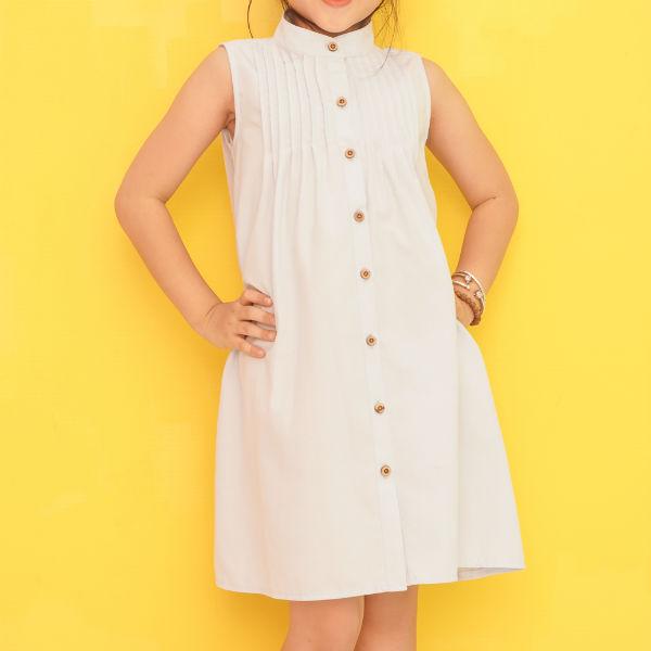Đầm Suông Bé Gái Cổ Trụ Xếp Li Ugether UKID203 - Trắng