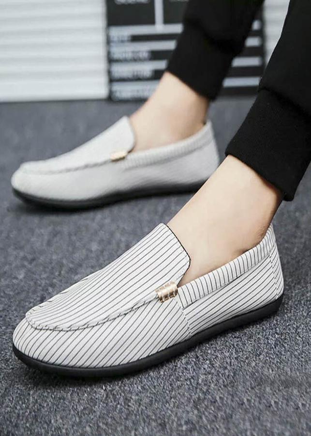 Giày Lười Nam Cao Cấp Đế Cao Su Êm Chân - Màu Đen sọc trắng SV17