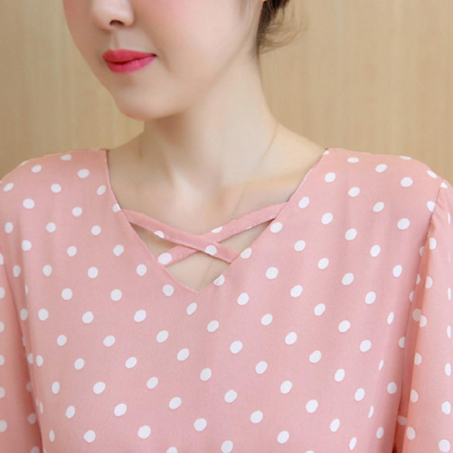Đầm bầu chấm bi hồng dài qua gối