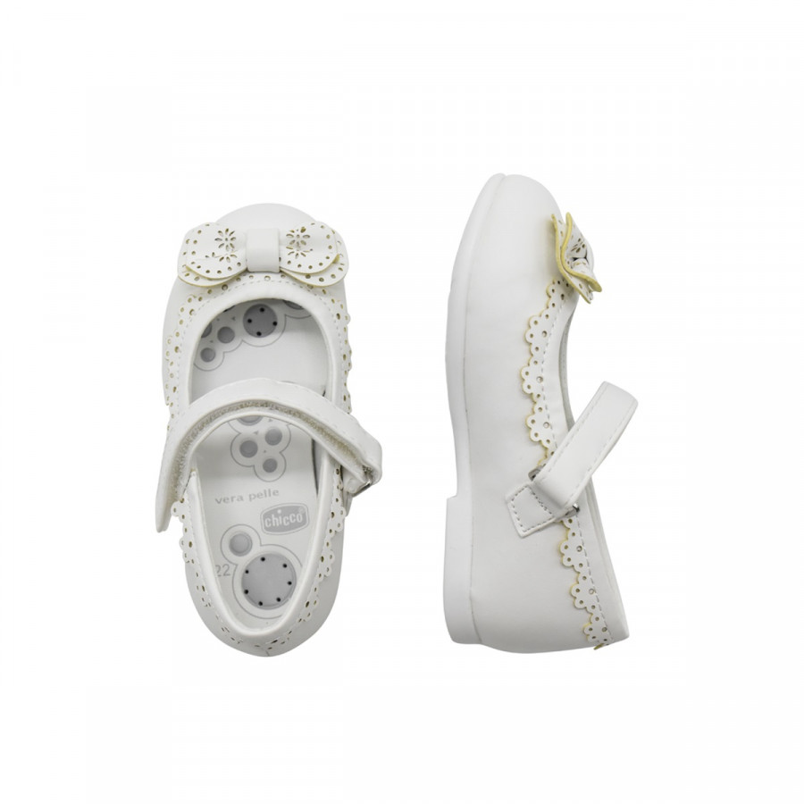 Giầy búp bê mát-xa chân cho bé Nơ trắng viền hoa Chicco - 2353680 , 7022509941175 , 62_15354080 , 1990000 , Giay-bup-be-mat-xa-chan-cho-be-No-trang-vien-hoa-Chicco-62_15354080 , tiki.vn , Giầy búp bê mát-xa chân cho bé Nơ trắng viền hoa Chicco
