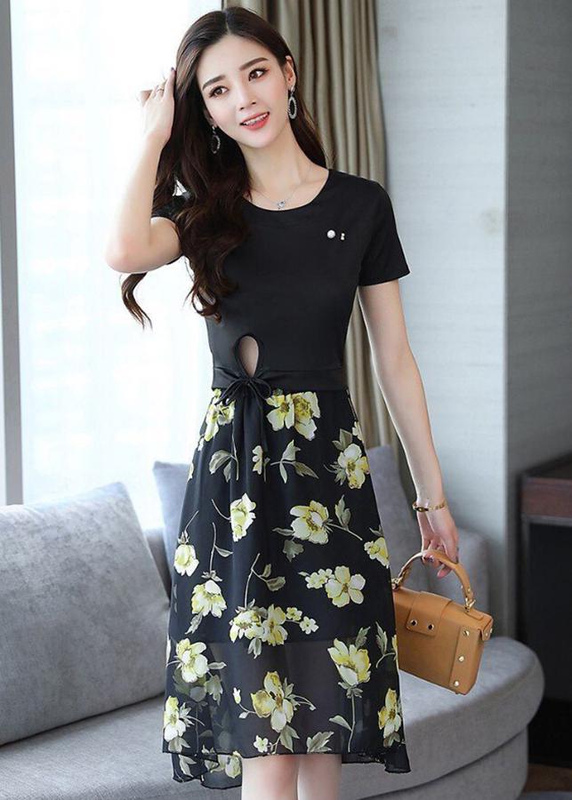 1248773266240 - Set áo thun cột eo phối chân váy xòe hoa vàng D1033