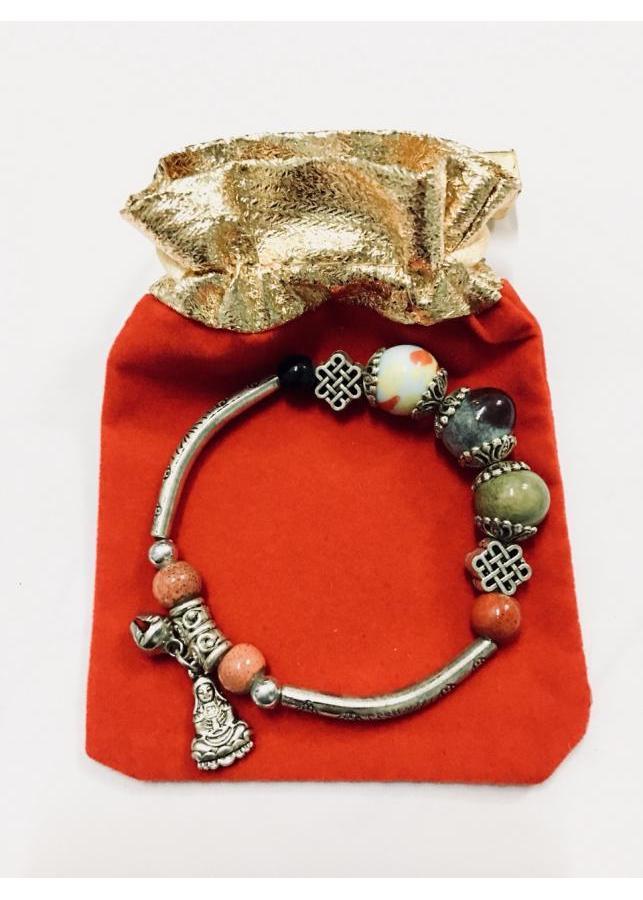 Vòng tay nữ kết hợp hạt sứ cùng charm họa tiết phối chuông và hình quan am bồ tát may mắn LT02 (có kèm túi nhung... - 1018200 , 7748379785236 , 62_2883509 , 100000 , Vong-tay-nu-ket-hop-hat-su-cung-charm-hoa-tiet-phoi-chuong-va-hinh-quan-am-bo-tat-may-man-LT02-co-kem-tui-nhung...-62_2883509 , tiki.vn , Vòng tay nữ kết hợp hạt sứ cùng charm họa tiết phối chuông và hì