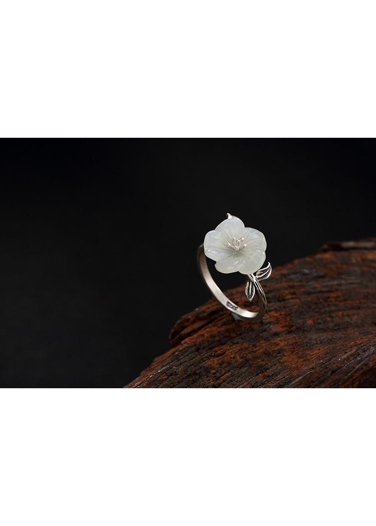 Nhẫn hoa mai trắng