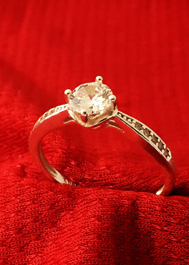 Nhẫn nữ ổ cao bốn chấu gắn đá kim cương nhân tạo màu trắng Bạc Quang Thản - NU37(bạc)