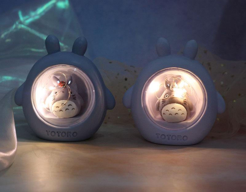 Đèn ngủ Totoro ngồi trong lồng kính (Giao Mẫu Ngẫu Nhiên)