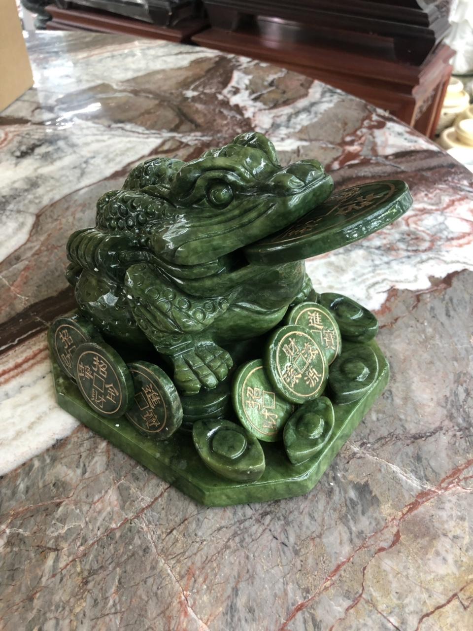 Tượng Cóc Ba Chân, Cóc Ngậm Tiền, Thiềm Thừ phong thủy chiêu tài lộc đá ngọc Ấn Độ - Dài 20 cm