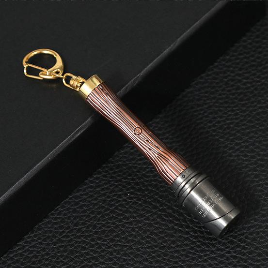 Bật lửa mẫu độc lạ nhỏ gọn có thể gắn vào móc khóa