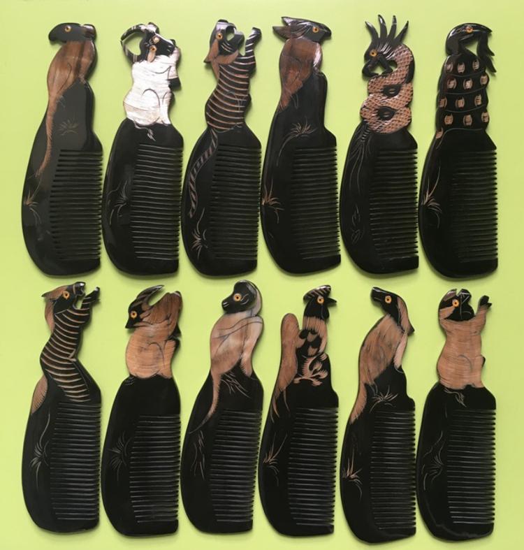 Lược Sừng Trâu Tự Nhiên Màu Đen L58 Hình Con Hổ (Dài 18cm x 5,5cm)