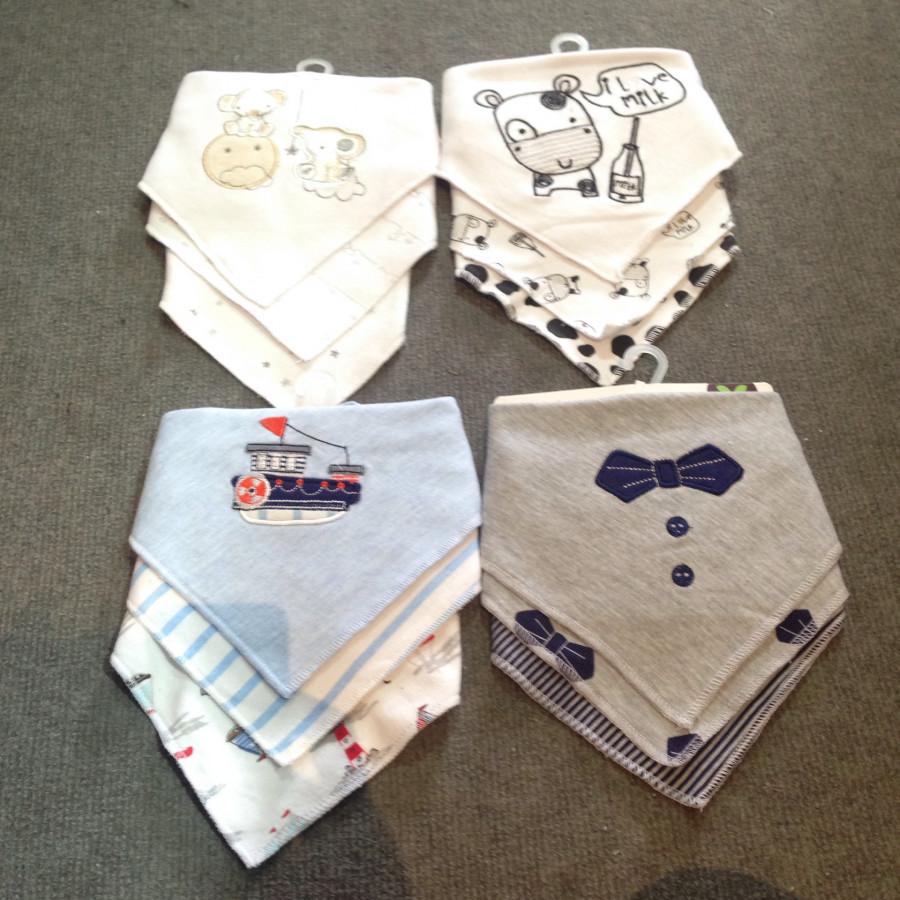 Set 3 yếm cotton có cúc bấm cho bé trai - Họa tiết ngẫu nhiên