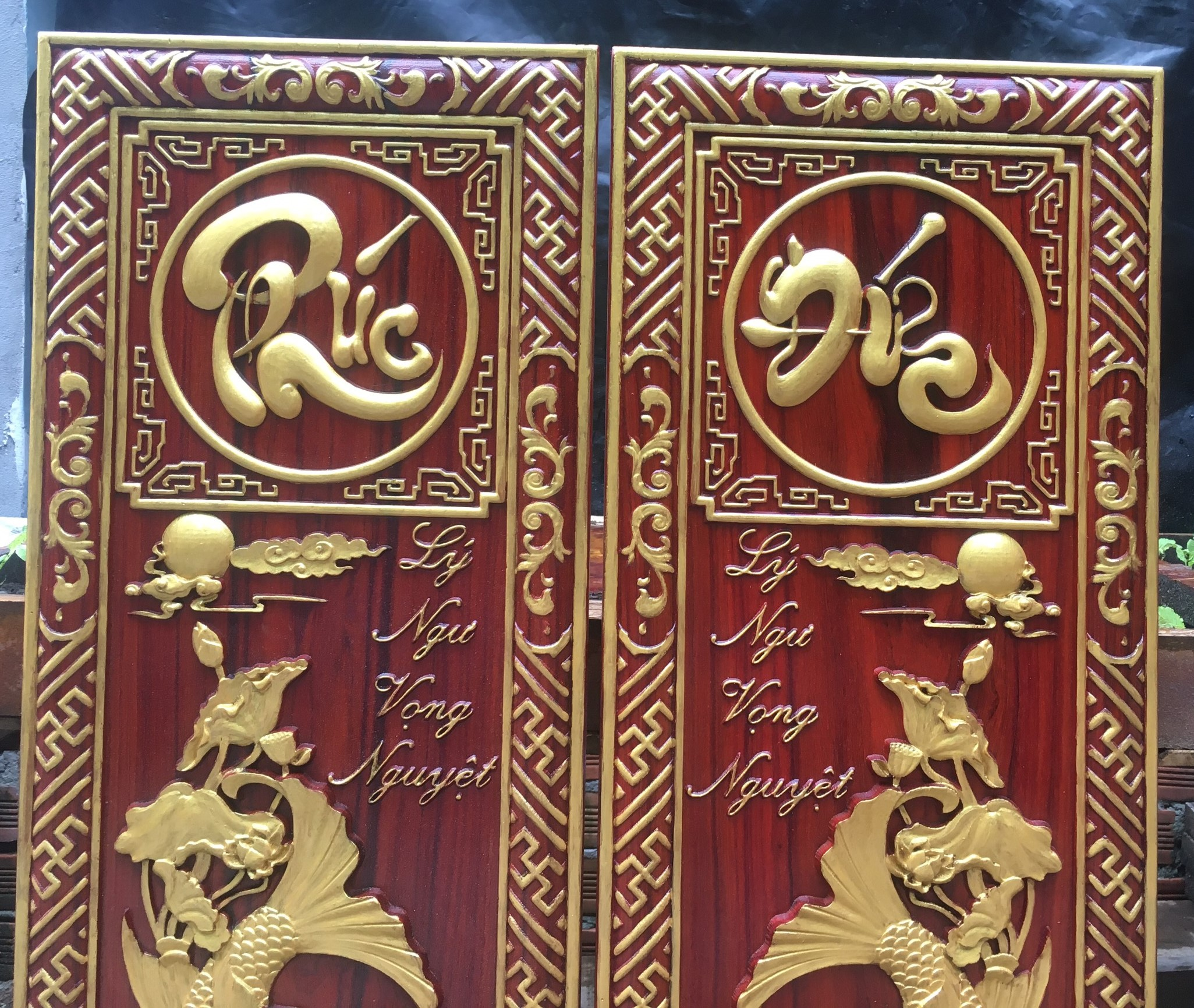 Cặp tranh Lý ngư vọng nguyệt - Cá chép trông trăng - kèm chữ PHÚC_ĐỨC gỗ Hương đỏ