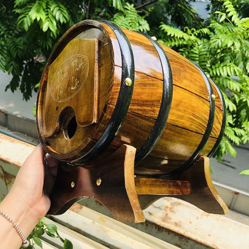 Trống gỗ đựng rượu vang Mẫu xẻ rãnh - Màu nâu