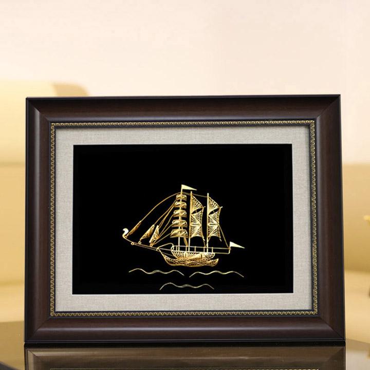 Tranh thuyền buồm phong thủy - thuận buồm xuôi gió mạ vàng