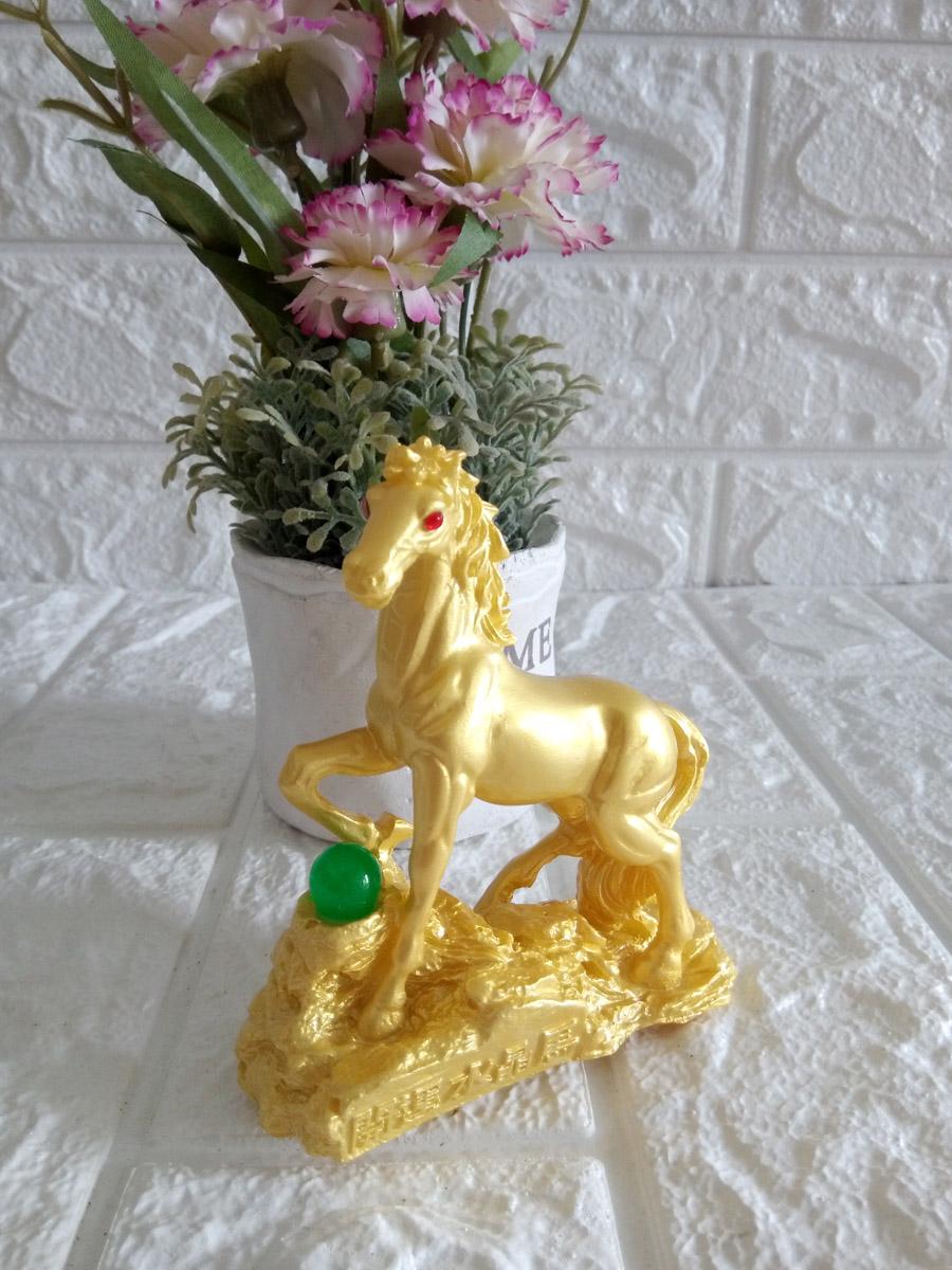 Tượng ngựa vàng đá poly nhũ vàng NVB10