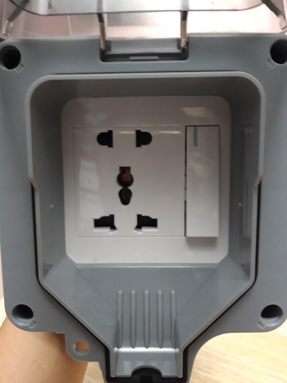 Bổ ổ cắm chống nước ngoài trời có công tắc IP66