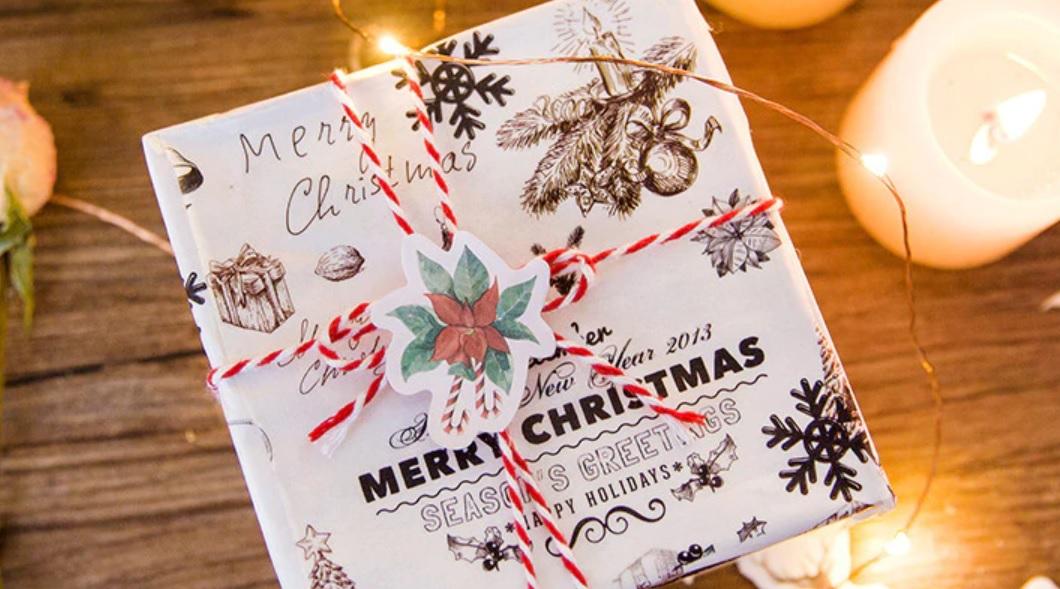 Hộp 45 Miếng Dán Sticker Trang Trí Merry Christmas