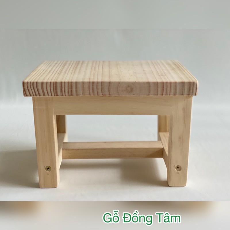 Ghế đẩu - gỗ thông xin xắn
