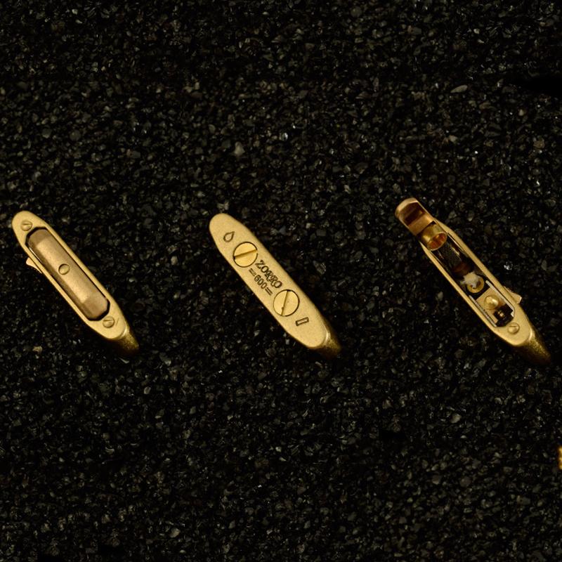 Hộp Quẹt Bật Lửa Z600 Xăng Đá, Đánh Lửa Tự Động Được Làm Bằng Đồng Thau Nguyên Khối (Màu Ngẫu Nhiên)