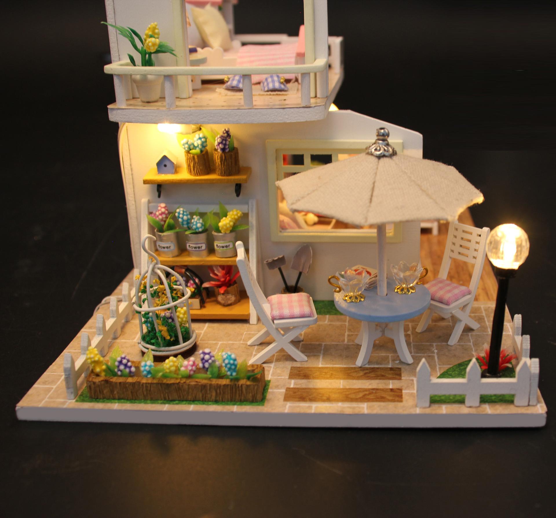 Mô hình nhà DIY Doll House Pink Loft Kèm Mica Chống bụi