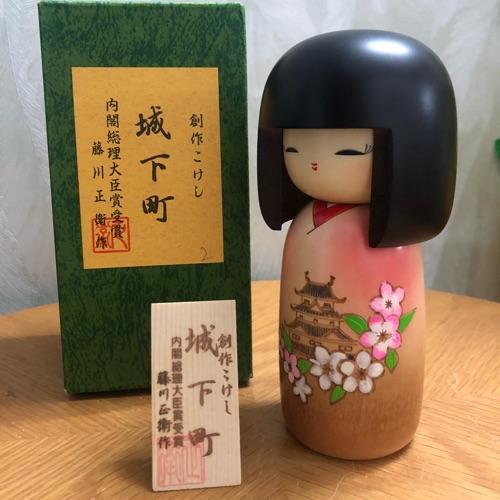 Búp bê gỗ Kokeshi Nhật Bản, sản phẩm handmade làm tay thủ công, là món quà ý nghĩa của Nhật Bản