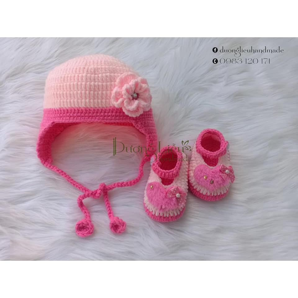 Set nón tai trùm và giày cho bé gái