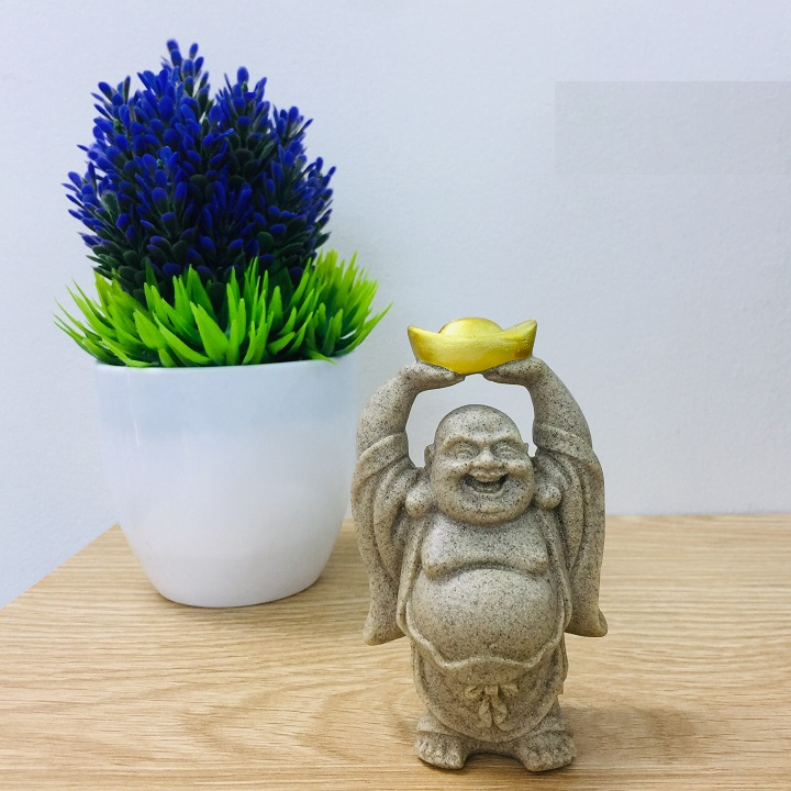 Tượng Phật Di Lặc 2 tay dâng thỏi vàng tài lộc may mắn