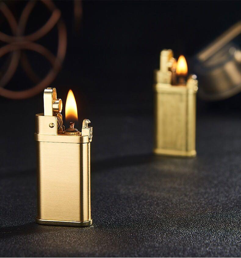 Hộp Qụet Bật Lửa Xăng Đá Đánh Lửa Tự Động YB Thiết Kế Độc Lạ Tinh Tế Màu Vàng - Dùng Xăng Bấc Đá Cao Cấp