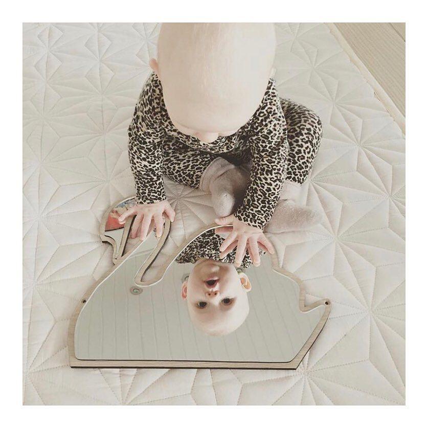 Gương acrylic nhiều hình cho bé ( giao màu ngẫu nhiên )