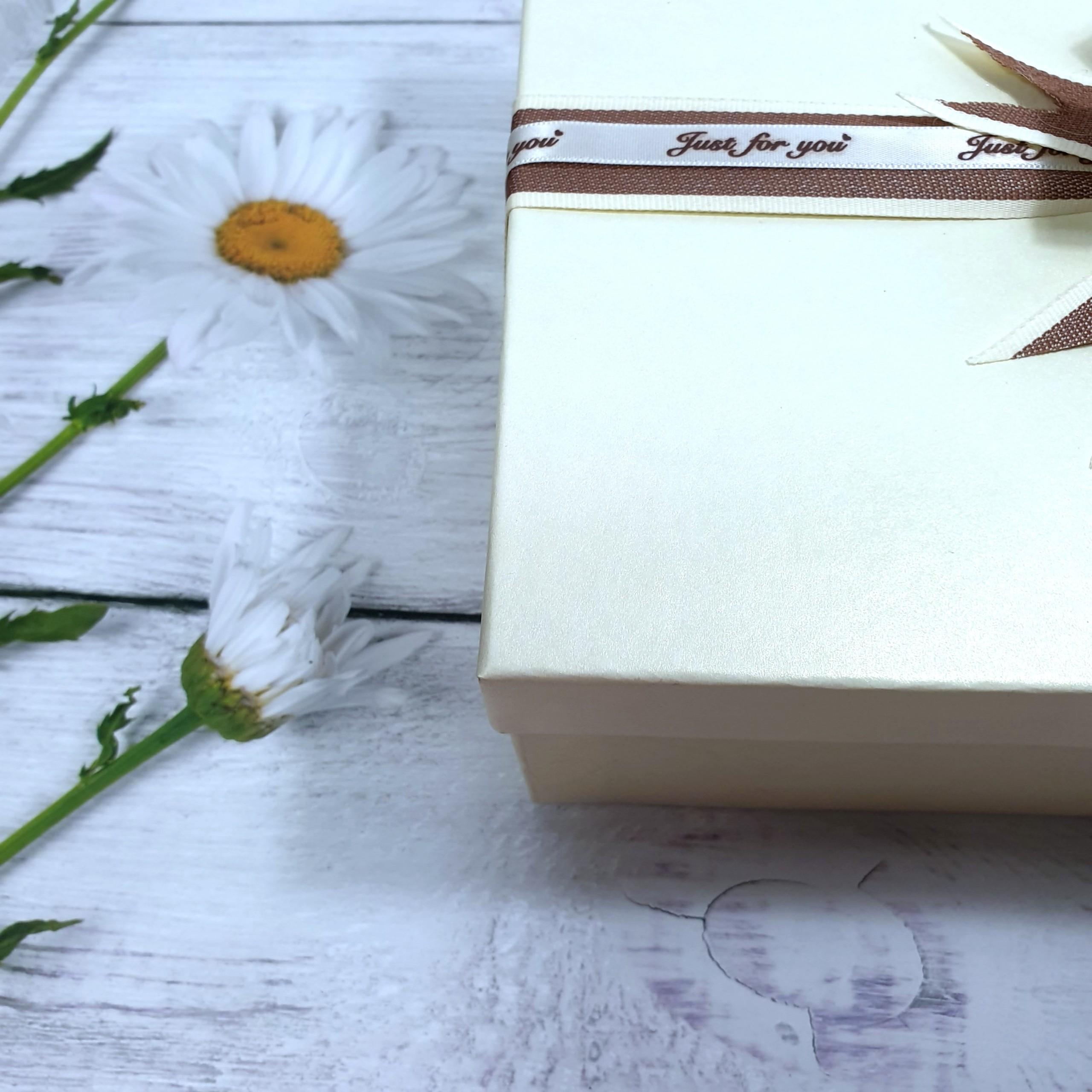 Combo hộp đựng quà lớn 30x20x10cm tặng thiệp + giấy rơm lót + túi quà - HQ03