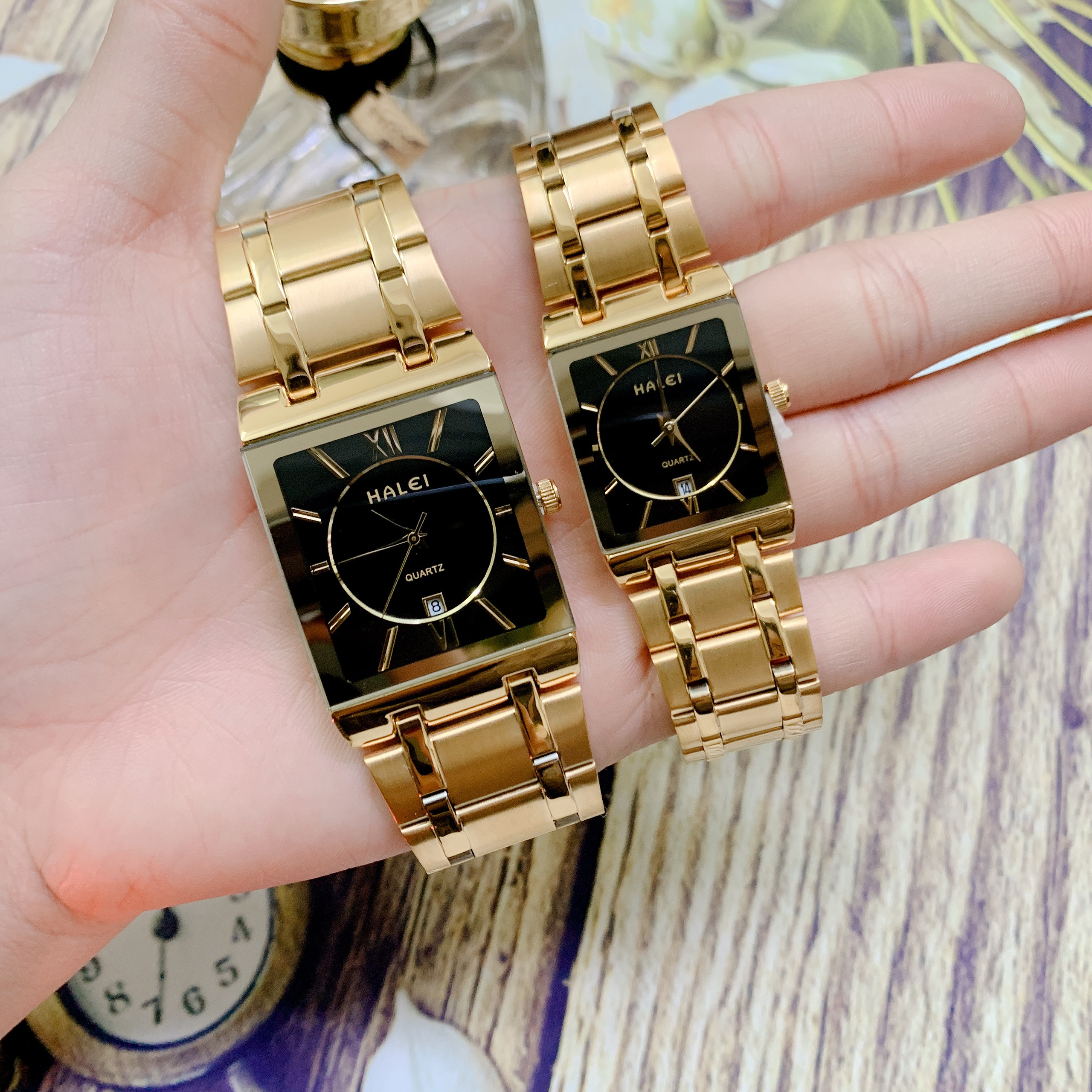 Cặp Đồng Hồ Nam Nữ Halei HL564 Dây vàng mặt vuông (Tặng pin Nhật sẵn trong đồng hồ + Móc Khóa gỗ Đồng hồ 888 y hình)