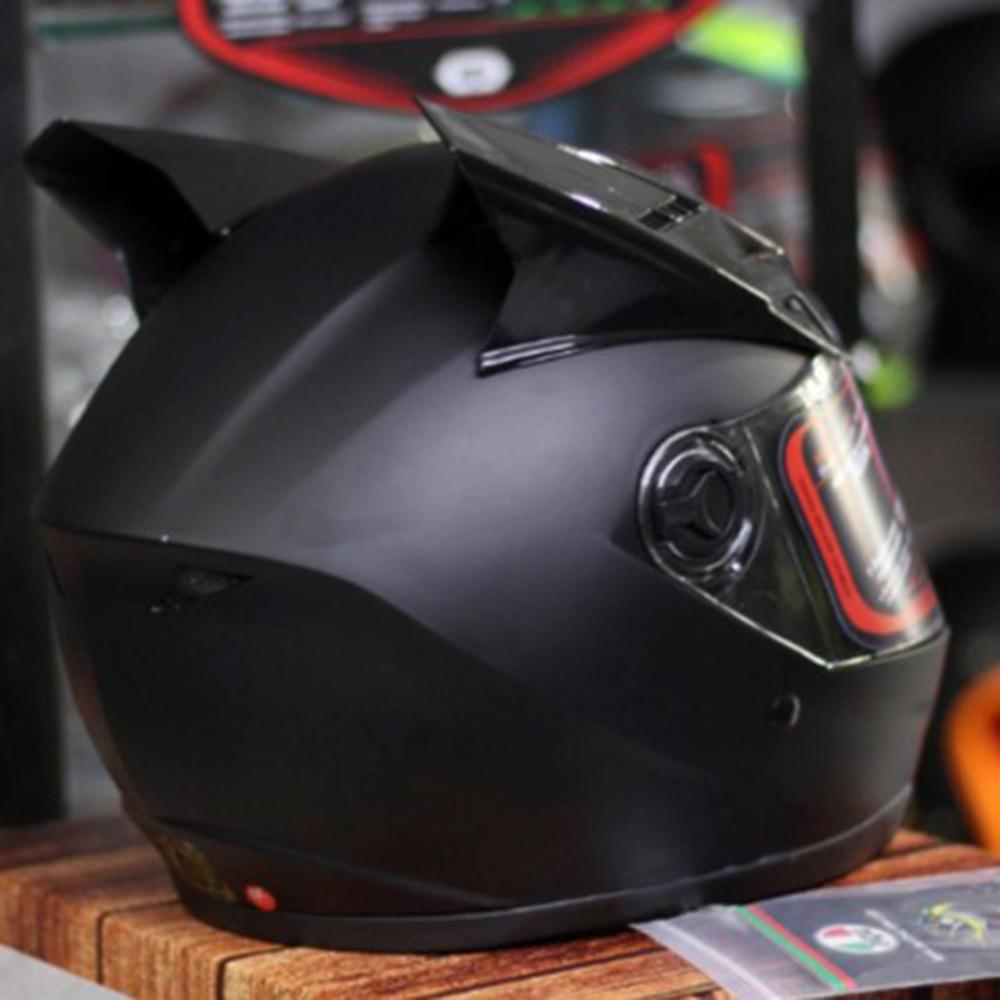 Nón bảo hiểm fullface AGU đen nhám gắn sừng (Kính trà)