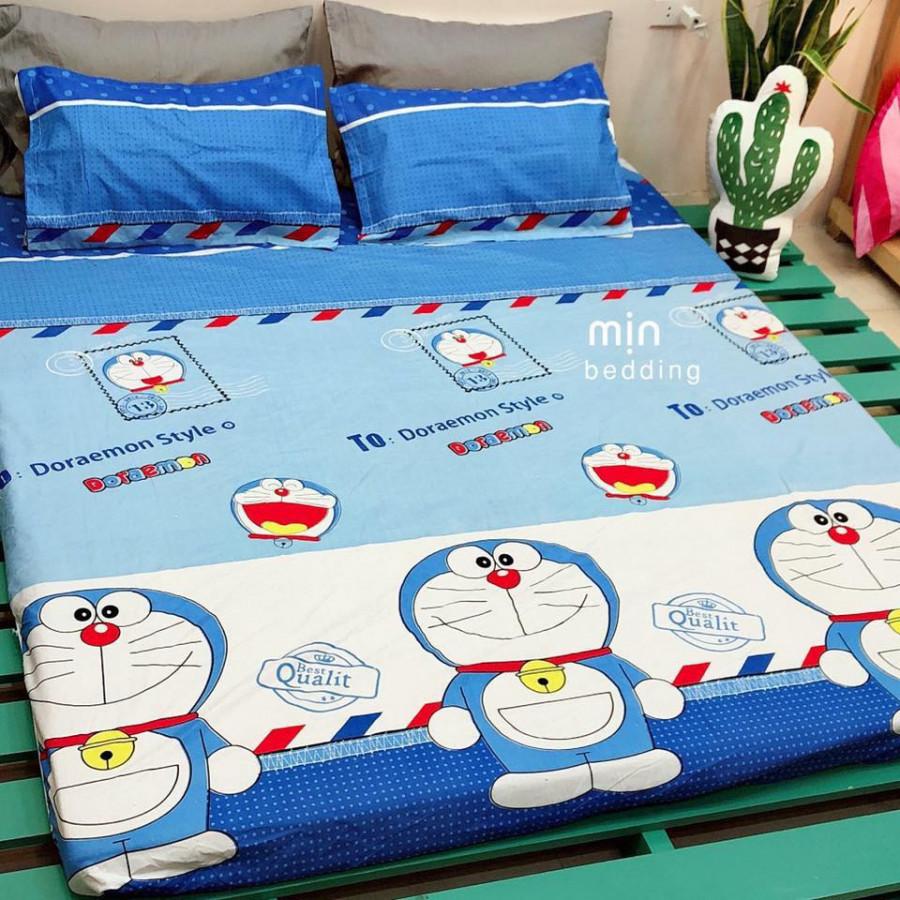 Set 3 món ga gối Poly cotton PL2 - Doraemon  Tặng 1 vỏ gối ôm - Tặng kèm 1 móc khóa Houston - 1m2x2m