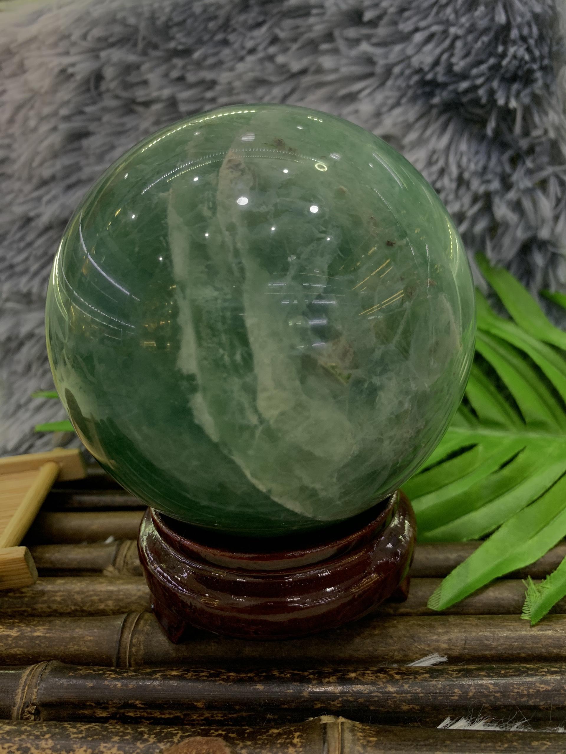 Quả cầu đá Thạch Anh Fluorit xanh lục - 1,8kg - 11,7cm (kèm đế)