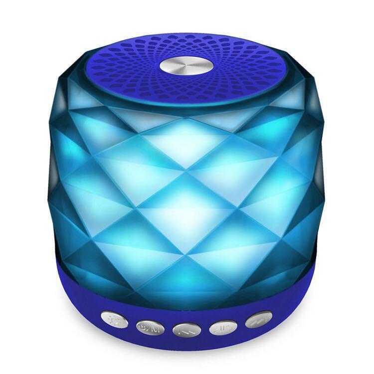 Loa bluetooth min quả pha lê P-5 Màu sắc có thể thay đổi chất lượng âm bass tốt, cực ấm không rè (màu ngẫu nhiên)