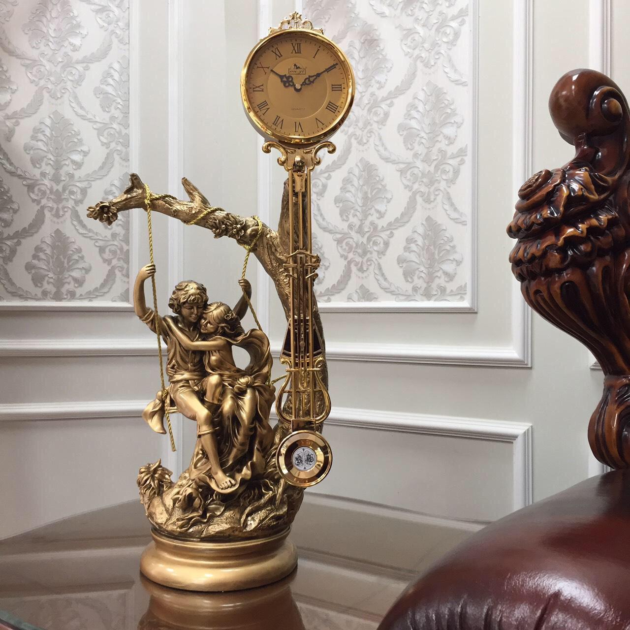 Đồng hồ quả lắc để bàn đồng và gỗ sồi DH100 - Đồng hồ để bàn cổ điển đẹp sang trọng kích thước  36 x 78 cm để kệ tủ trang trí phòng khách nhà ở.