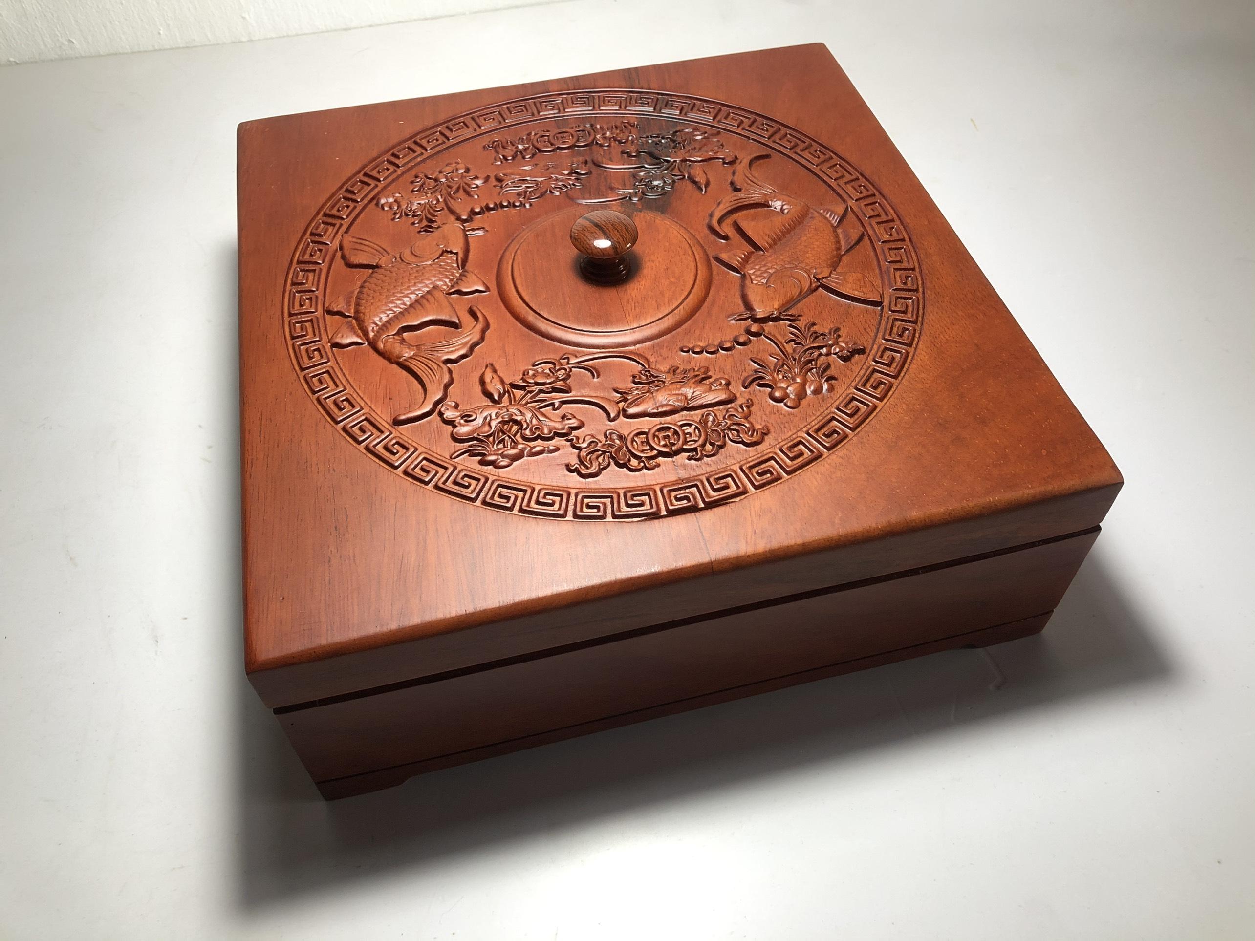 Khay mứt đựng bánh kẹo - hộp đựng mứt vuông gỗ hương chạm khắc tinh xảo