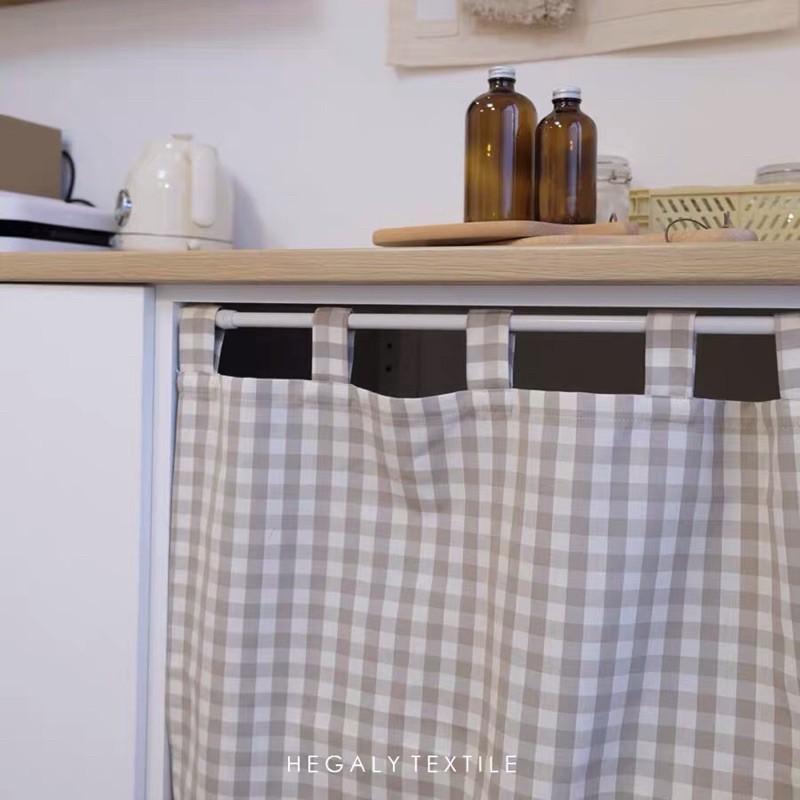 rèm che kệ bếp caro be hướng hồng nhạt phong cách vintage