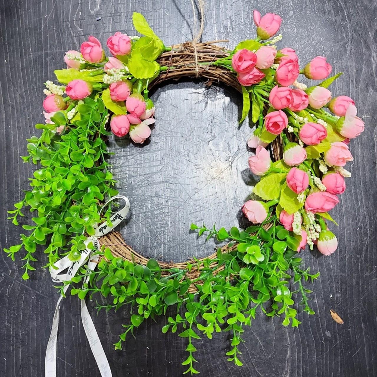 Vòng hoa giả vòng hoa cỏ xanh kết hợp hoa nhí