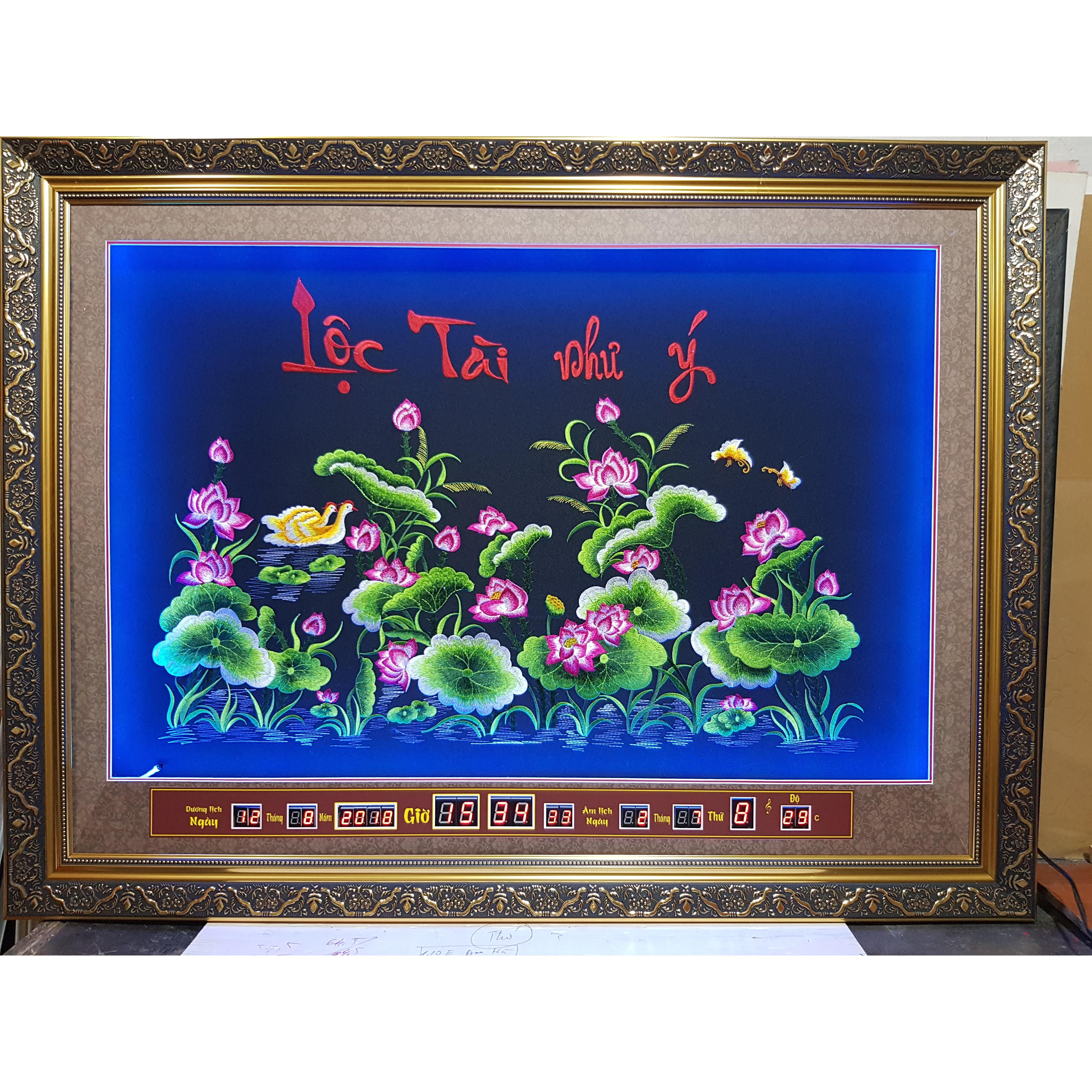 Tranh thêu lịch vạn niên gắn đèn led đổi màu. Hoa Sen -2078