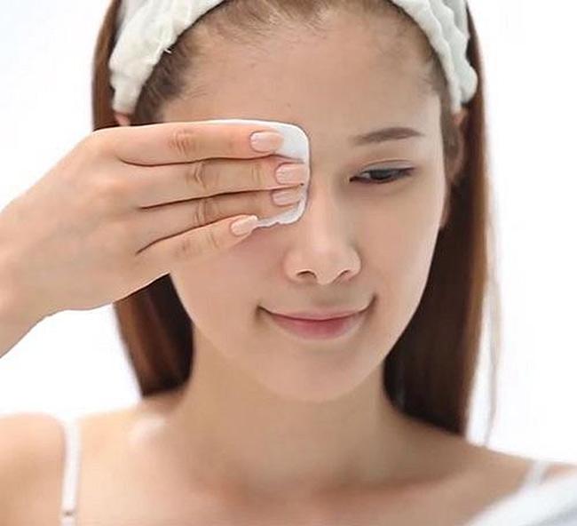 Bông tẩy trang Miniso Natural Cotton Pads giúp lau sạch lớp trang điểm mang lại làn da sạch thoáng