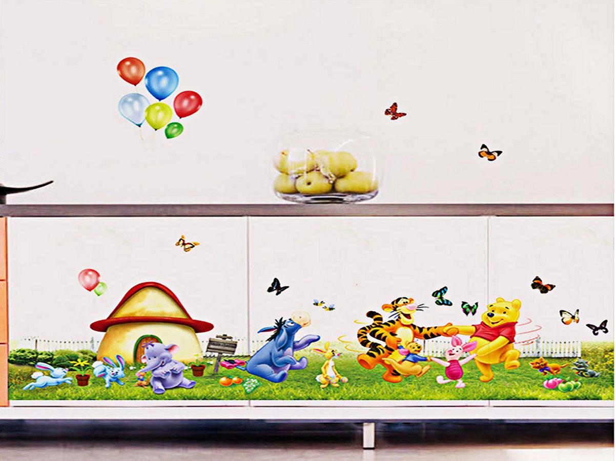 decal dán tường hoạt hình cho bé gấu pooh vui chơi với những người bạn 2 mảnh ay206