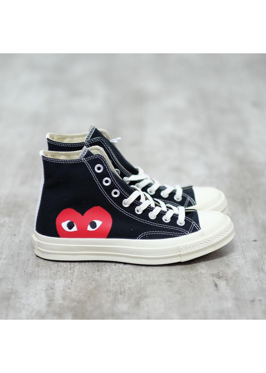 Giày thể thao vải cổ cao Play Heart CDG màu đen in hình trái tim